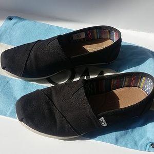 Black toms size 6 women's slip on flats
